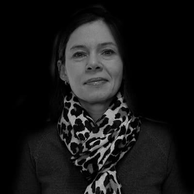 Érica Custódia de Oliveira | Doutora em Gestão de Pessoas pela USP, com ênfase em Gestão de Carreira.