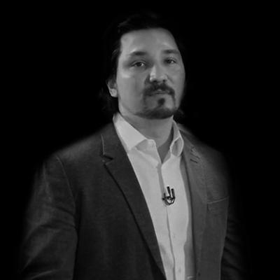 Adriano Carezzato | Bacharel em Engenharia Civil/Ambiental pela USP, mestrado em Gestão da Competitividade em Tecnologia da Informação pela FGV.