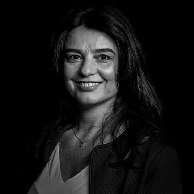 Dariane Fraga | Professora, pesquisadora e consultora, tendo mestrado e doutorado em Administração pela FEA-USP.