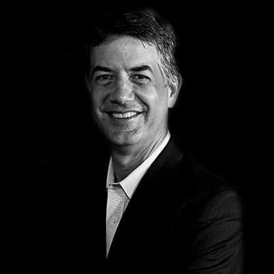 Fernando Luiz Rostock | Doutor pela FGV-SP com formação executiva por Harvard, MBA pela Chicago University. Ampla experiência como executivo de Tecnologia.