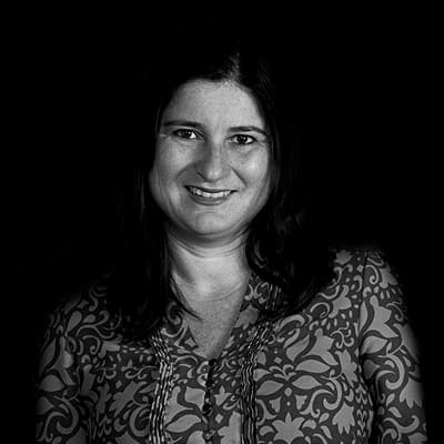 Flávia Bravin | Diretora editorial da Saraiva, sendo especialista pela International Management pela Stockholm University. Com Mestrado e Doutorado pela FEA-USP.