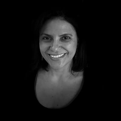 Karen Perrotta Lopes de Almeida Prado | Doutora em Administração na área de Marketing pela USP.