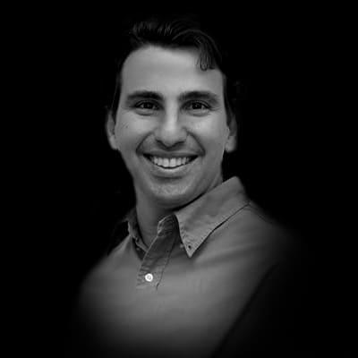 Kenneth Correa   Diretor de Tecnologia do Grupo WTW, atuando com Soluções de Marketing e Tecnologia.