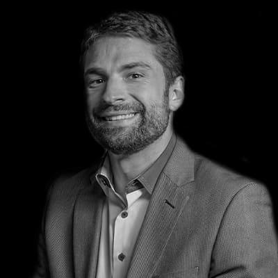 Leonardo Garnica | Manager na Embraer em Inovação, Master em Engenharia Industrial e extensão em Inovação por Oxford.