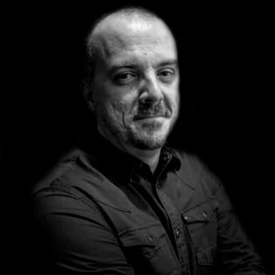 Marcos Roberto Hiller | Consultor de branding pesquisa e estudos semióticos. Mestre em Comunicação e Práticas do Consumo.