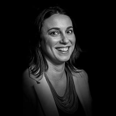 Paula Gabriela Foroni | Conduz projetos de transformação organizacional, desenvolvimento de liderança e formação de times em organizações como Ashland e Akzo Nobel.