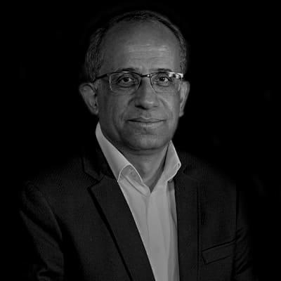 Reinaldo Nogueira   Professor mestre em Engenharia de Produção com ênfase em Sistemas de Informação. Especialista em Administração, Controladoria e Gestão de Projetos.