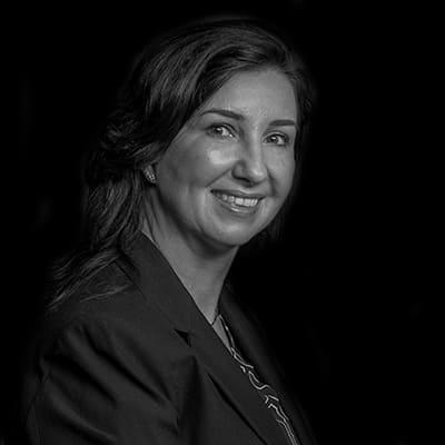 Renata S. B. Queiroz   Consultora, pesquisadora e professora, atuou como economista e trainee nas áreas de planejamento econômico de grandes instituições e bancos.