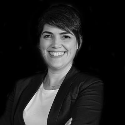 Sabrina Della Santa Navarrete | Professora mestre em Administração pela ESPM-SP e Doutoranda em Administração pela FEA-USP. Experiência em Desenvolvimento de Negócios Internacionais.