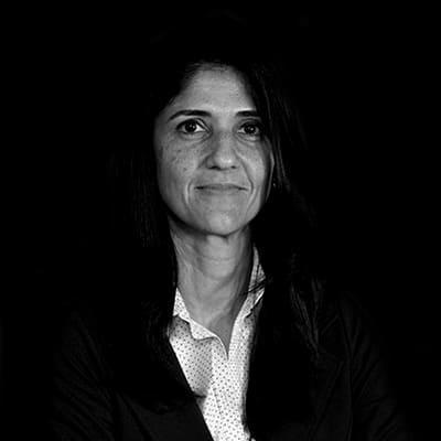 Veridiana Rotondaro | PhD em Administração pela FEA-USP, doutora e mestre em Engenharia de Produção. Atuação nas áreas de Administração, Qualidade e Finanças.